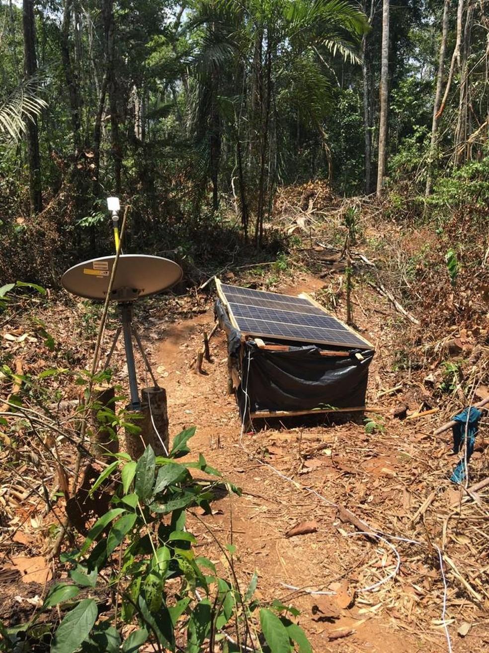 Equipamento para comunicação por rádio foi encontrado na fazenda — Foto: WhatsApp/Reprodução