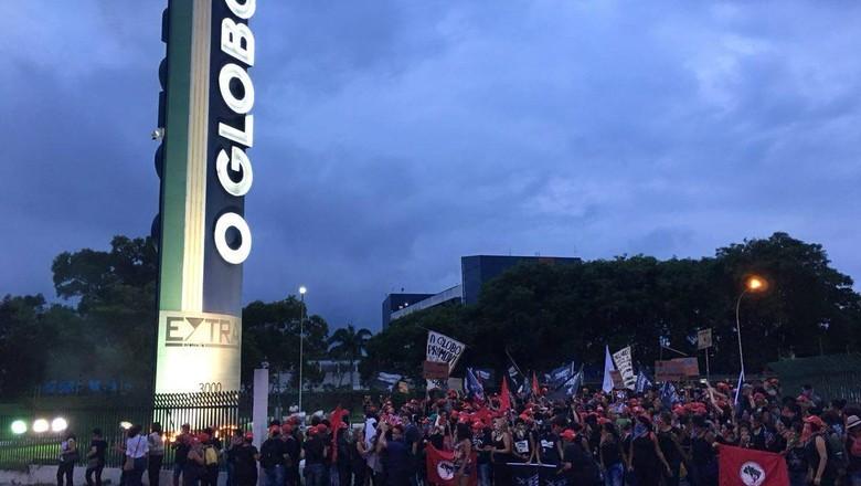manifestação - mst - jornal o globo (Foto: Reprodução/Facebook)