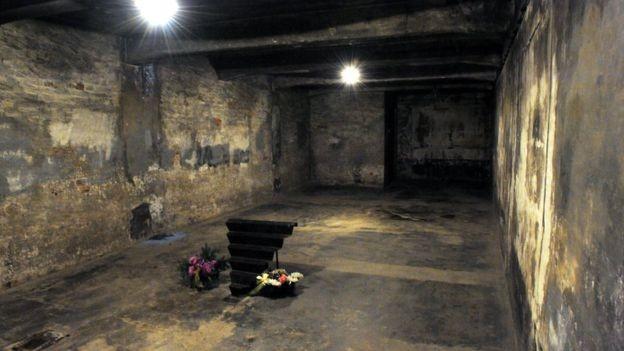 """Aqueles que negam o Holocausto afirmam que os edifícios identificados como """"câmaras de gás"""" de extermínio em massa não tinham essa função (Foto: GETTY IMAGES/BBC)"""