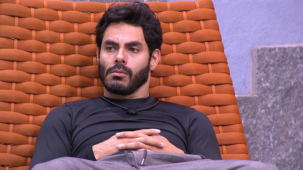 Rodolffo e Caio conversam sobre dar conselho para Sarah, e cantor diz: 'Prefiro tentar dar uma chance' — Foto: Globo