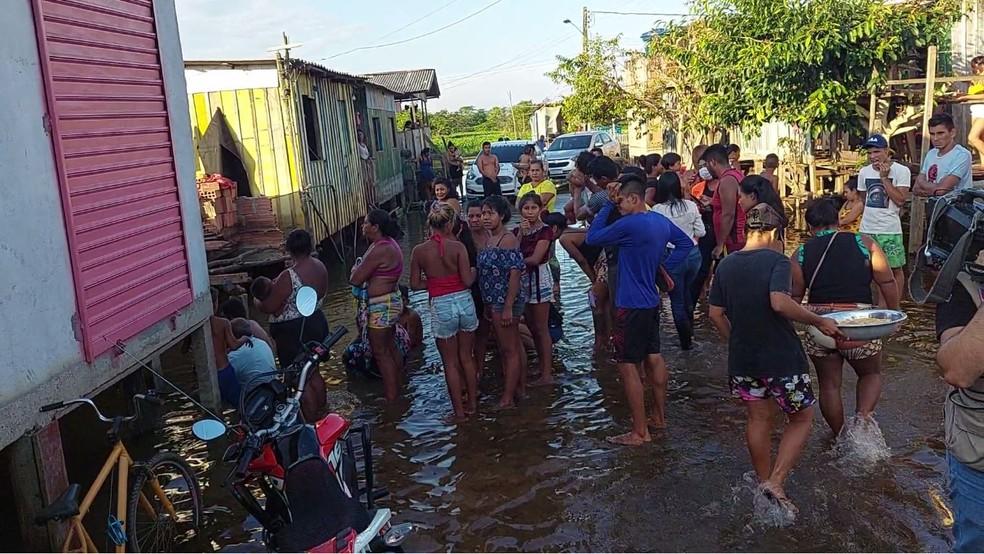 Vizinhos conheciam criança desaparecida, e dizem que menino tinha sonho de ser jogador de futebol. — Foto: Rede Amazônica