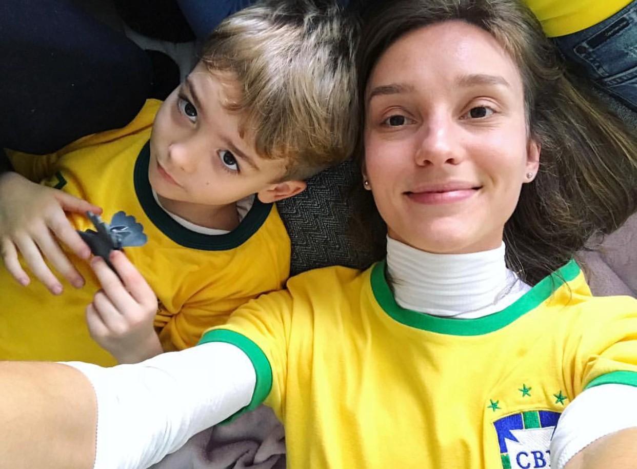 Isabel Hickmann assiste ao jogo em família (Foto: Reprodução/Instagram)