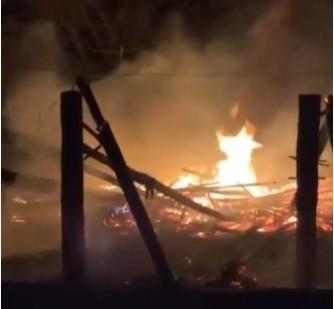 Incêndio destrói parte de estrutura de clube em Barra do Garças