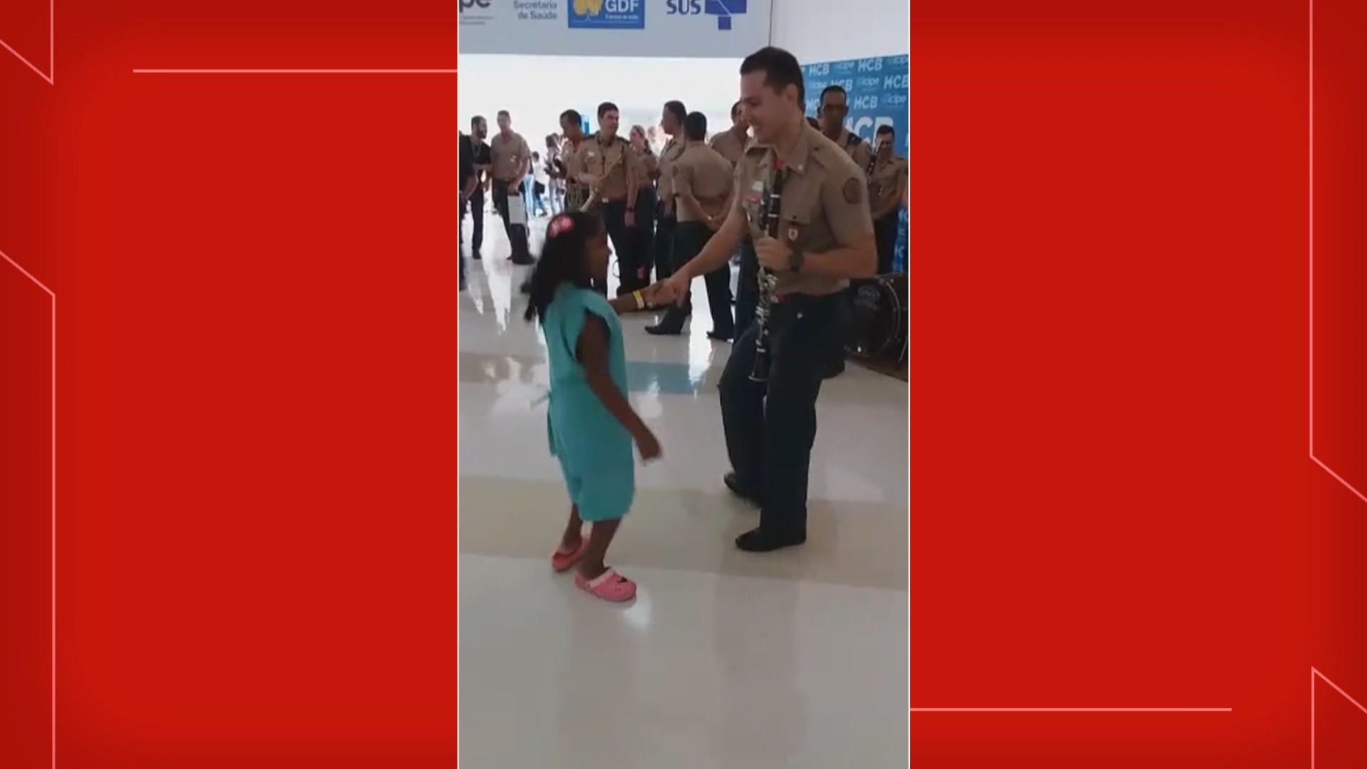 VÍDEO: Menina de 8 anos dança ao som da música preferida um dia antes de retirar tumor, no DF