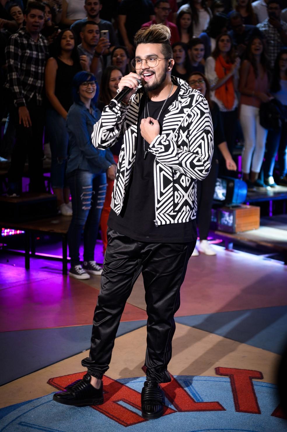 Luan Santana é apresentador das tardes de sábado (Foto: TV Globo)