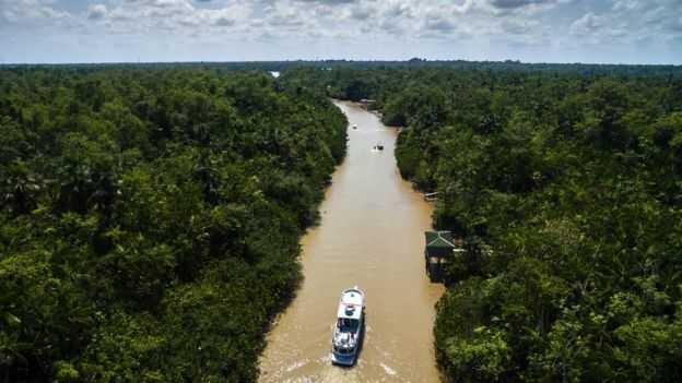 Senador Flexa Ribeiro (PSDB) justifica projeto com casos de distritos no Pará a centenas de quilômetros de distância de suas sedes (Foto: GETTY IMAGES via BBC)