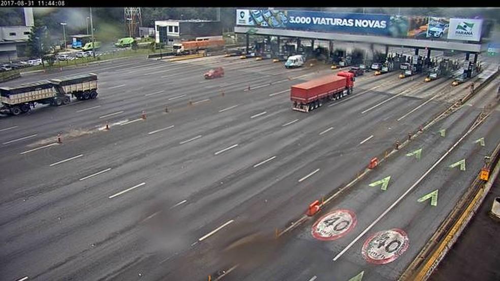 Praça de pedágio de São José dos Pinhais, na Região Metropolitana de Curitiba, terá redução na tarifa, após acordo da Ecorodovias com o MPF — Foto: Reprodução/Ecovia
