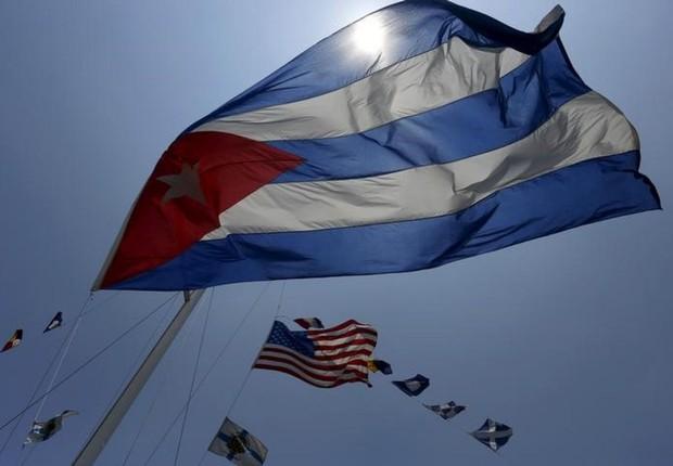 Bandeira de Cuba tremula próxima a bandeiras dos Estados Unidos (Foto: Joe Raedle/Getty Images)