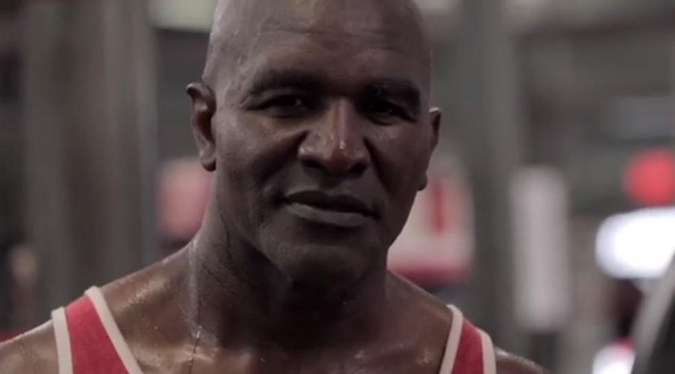 Evander Holyfield quer voltar ao boxe aos 57 anos — Foto: Reprodução