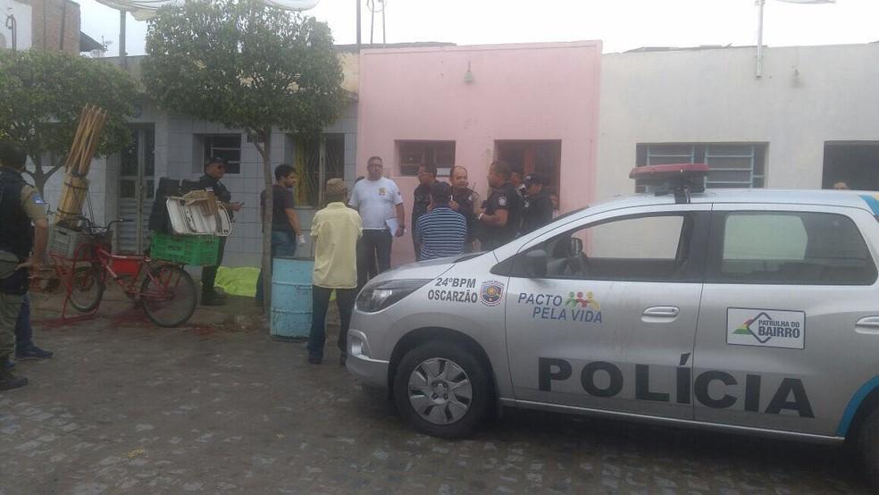 Vítima foi morta na porta da casa onde morava  (Foto: Ney Lima/Divulgação )
