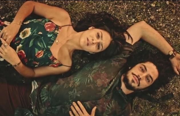 Em 'Velho Chico', uma trama que movimentou a novela foi a de Olívia (Giullia Buscacio) e Miguel (Gabriel Leone). Eles achavam que eram irmãos, mas acabaram descobrindo que não e puderam se casar (Foto: Reprodução)
