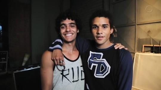 Igor Fernandez e Lucas Leto estreiam em cena com duelo de slam em 'Bom Sucesso'