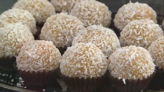 'Brigadeiro de buriti': aprenda a fazer receita exótica que usa o fruto nordestino