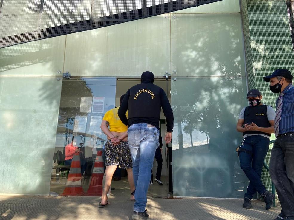 Polícia Civil cumpre mandados de prisão em operação contra o tráfico de drogas na região do Cariri — Foto: Lorena Tavares/ SVM
