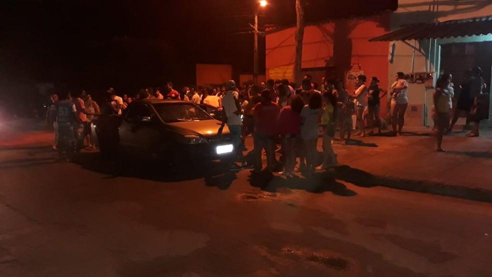 Jovem foi morto a tiros e dois ficaram baleados (Foto: Renato Gomes/Divulgação)