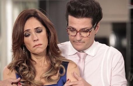 Na segunda-feira (8), Tereza Cristina (Christiane Torloni) manda Crô (Marcelo Serrado) dispensar os empregados para receber Pereirinha (José Mayer) TV Globo