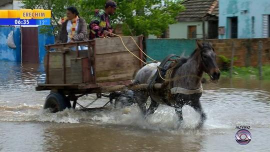 Mais de 200 famílias seguem fora de casa depois da chuva que elevou níveis de rios no RS