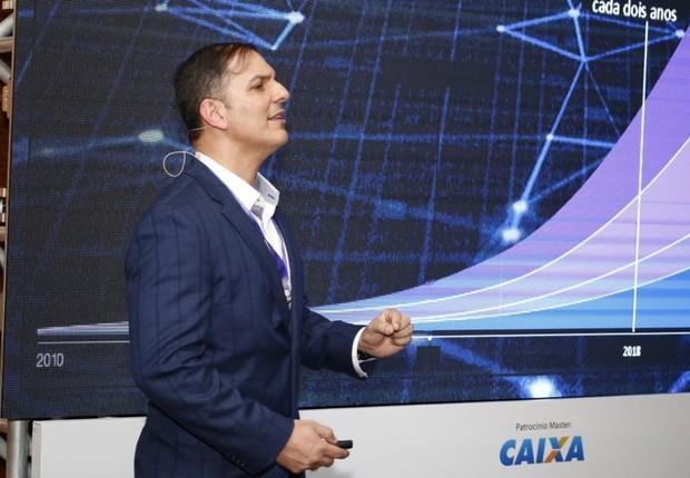 Claudio Pinheiro, cientista da IBM, durante o FICE 2018 (Foto: Rafael Jota)