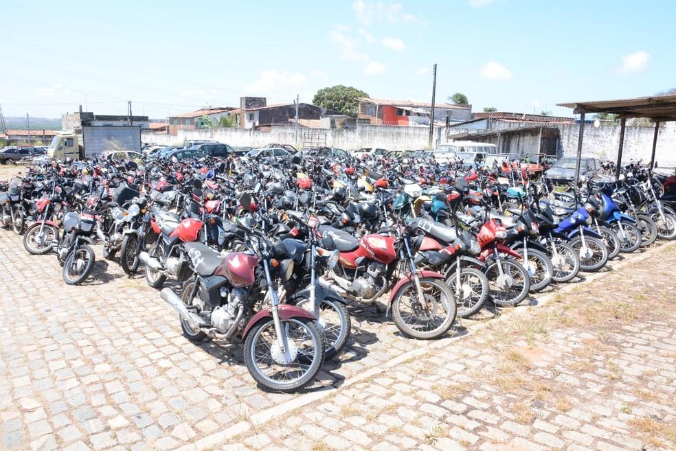 Veículos ficaram no pátio do Detran e puderam ser visitados por interessados — Foto: Divulgação
