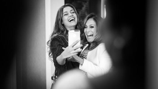 Sophie Charlotte e Susana Vieira se divertem nos bastidores das gravações de 'Os Dias Eram Assim'