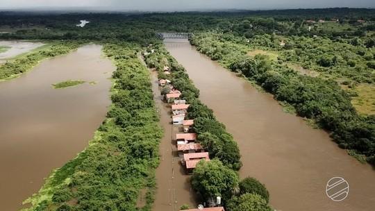 Imagens aéreas mostram rio Miranda avançando sobre casas no Pantanal de MS
