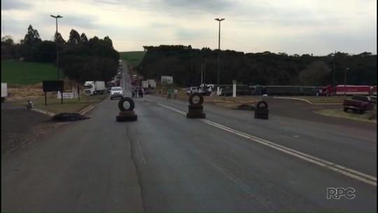 Caminhoneiros retomam manifestações em rodovias do Paraná