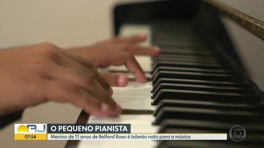 Menino de 11 anos, morador de Belford Roxo, é talento nato para música