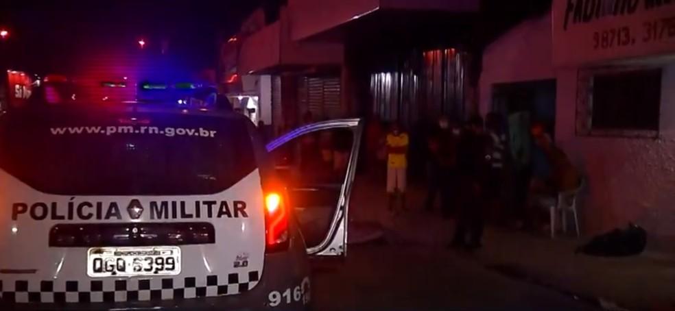 Dono de oficina de reciclagem foi morto no bairro Alecrim na noite de sábado em Natal — Foto: Reprodução/Inter TV Cabugi