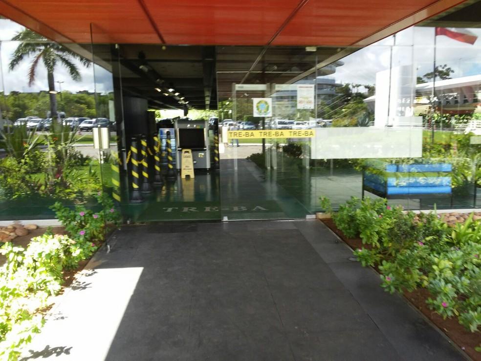 Tribunal Regional Eleitoral (TRE), no CAB, em Salvador — Foto: Henrique Mendes/G1
