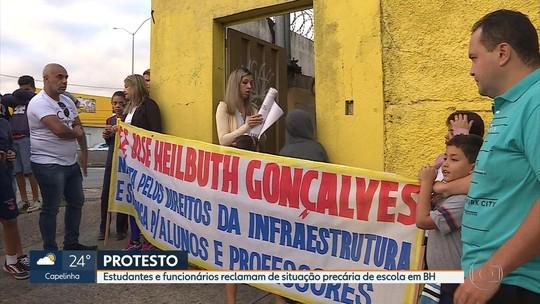 Estudantes e professores protestam contra situação precária de escola em BH