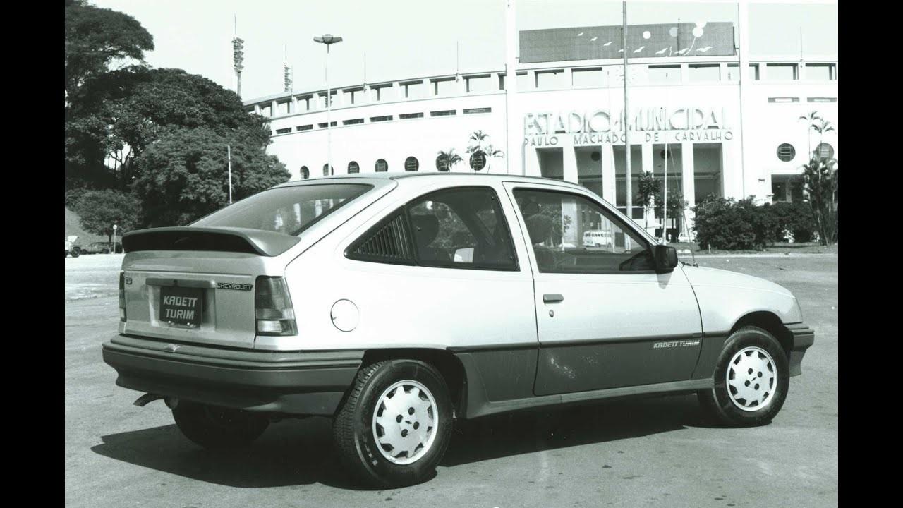 Chevrolet Kadett Turim. A Copa era na Itália, mas a foto é em frente ao Pacaembu (Foto: Divulgação)