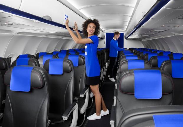 No uniforme dos tripulantes, sai o padrão social e entra o casual, com tênis e blusas despojadas (Foto: Divulgação / Air France )