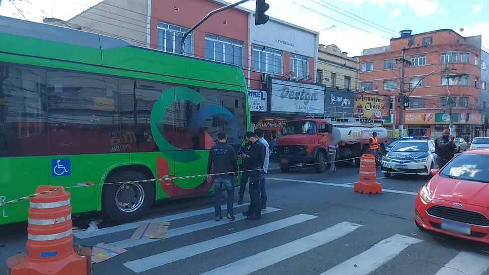 Idosa é atropelada por ônibus em Volta Redonda — Foto: Divulgação/Guarda Municipal de Volta Redonda