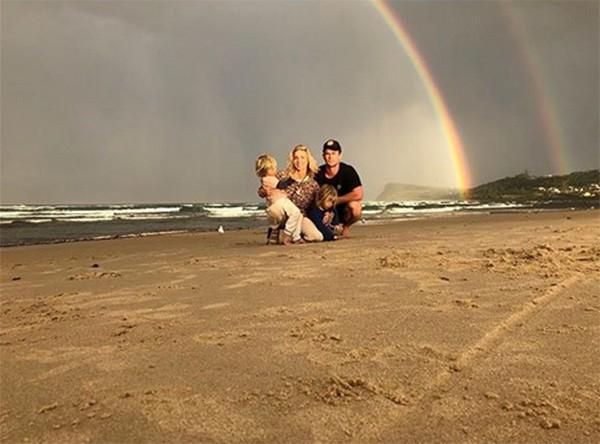 Chris Hemsworth e Elsa Pataky com os filhos na Austrália (Foto: Instagram)