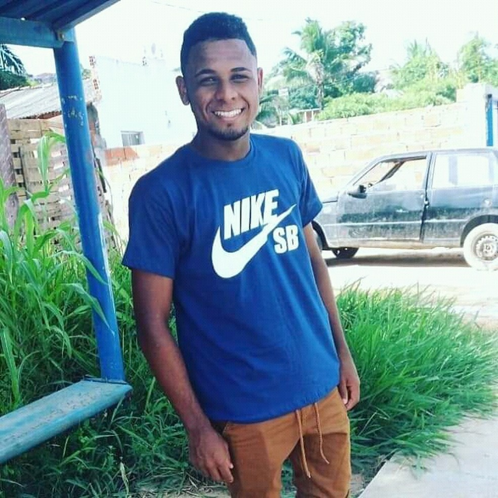 Jovem de 19 anos é sequestrado por trio armado dentro de casa, em Salvador, após ser confundido com irmão — Foto: Arquivo pessoal