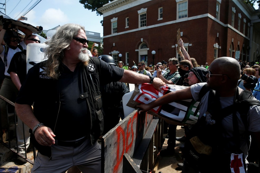 Grupo de supremacistas brancos entram em confronto com antifascistas (Foto: Joshua Roberts/ Reuters)
