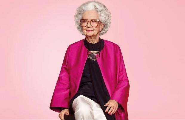 Marjorie Bo Gilbert é a primeira mulher de 100 anos a aparecer em um anúncio de moda nas páginas da revista Vogue  (Foto: Divulgação)