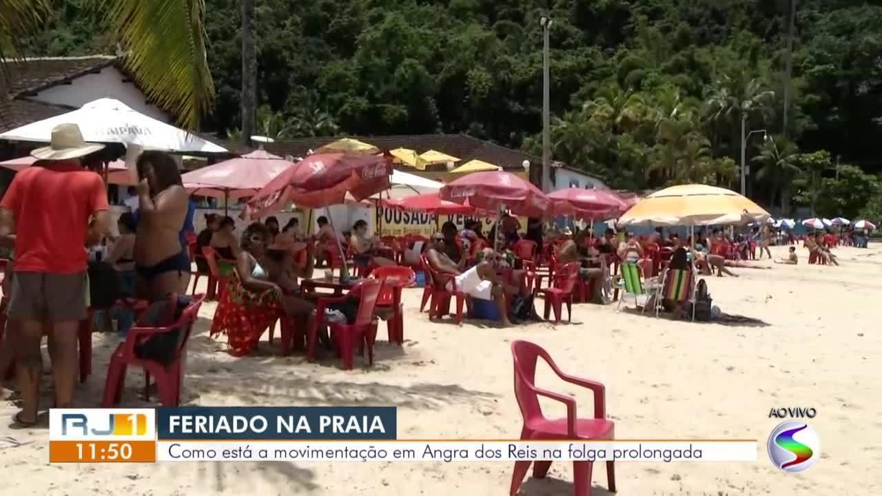 Praias de Angra dos Reis ficam movimentadas durante feriado prolongado