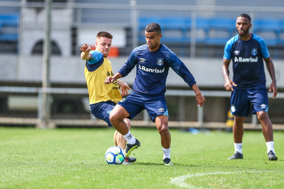Mesmo cotado para jogar na Libertadores, Alisson deve começar contra o Paraná — Foto: Lucas Uebel/Grêmio/Divulgação