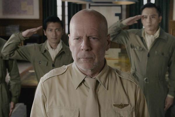 Bruce Willis em Airstrike (Foto: Divulgação)