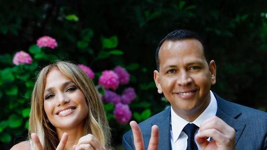 Jennifer Lopez faz 51 anos e ganha declaração do noivo