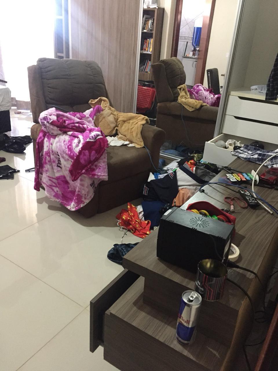 Homens armados prendem mãe e filho no banheiro durante assalto em Vicente Pires, no DF