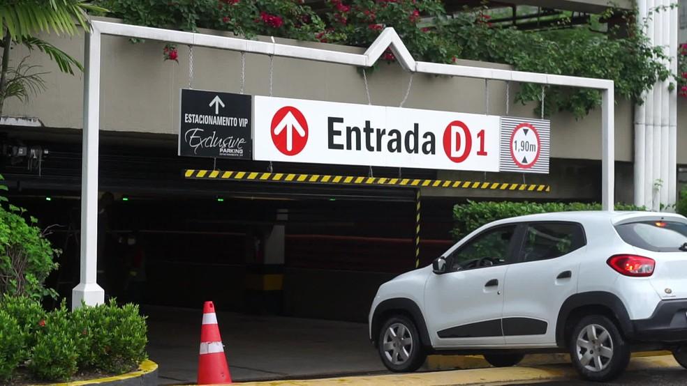 Ponto de coleta foi montado no estacionamento do Shopping Recife — Foto: Reprodução/TV Globo