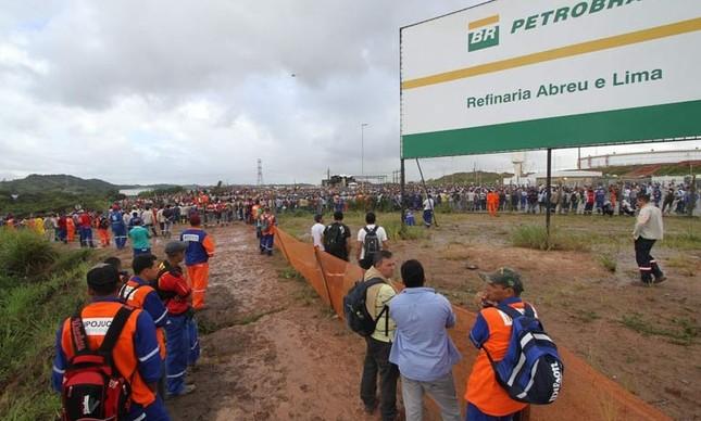 Obras da refinaria Abreu e Lima (Foto:  Guga Matos / JC Imagem)