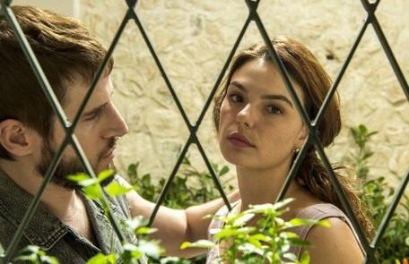 Na sexta (6), Betina (Isis Valverde) apanhará de Vicente (Rodrigo Garcia), mas decide não prestar queixa contra ele Reprodução