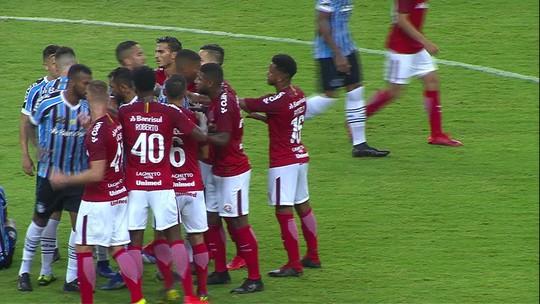 Matheus Henrique sofre falta de Nonato e jogadores trocam empurrões aos 26' do 1T