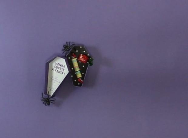 Especial Halloween: convite para o dia das bruxas em formato de caixão (Foto: Casa e Jardim)