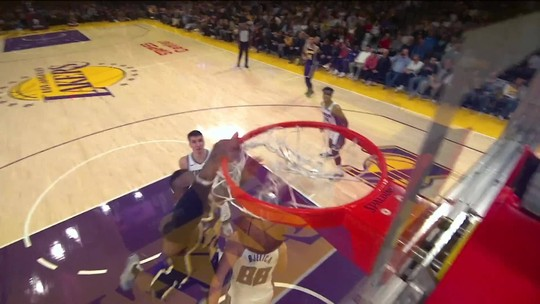 Tocaço de Anthony Davis decide, e Lakers vencem duelo parelho com os Kings no Staples Center