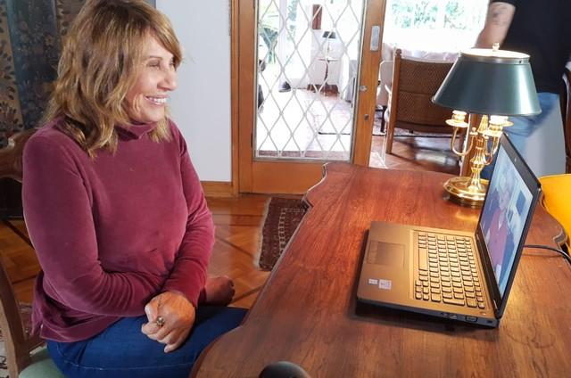 Renata Sorrah durante entrevista a Edney Silvestre no 'Globo repórter' (Foto: Luiz Costa Jr./TV Globo)