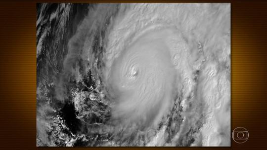 México retira milhares de pessoas do litoral e se prepara para a chegada do furacão Willa